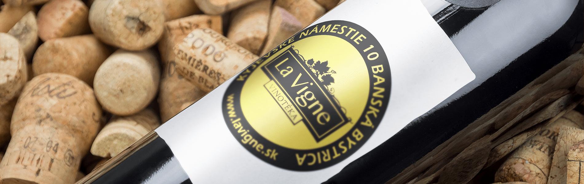 Grafický návrh etikety s logom La Vigne na fľaške vína