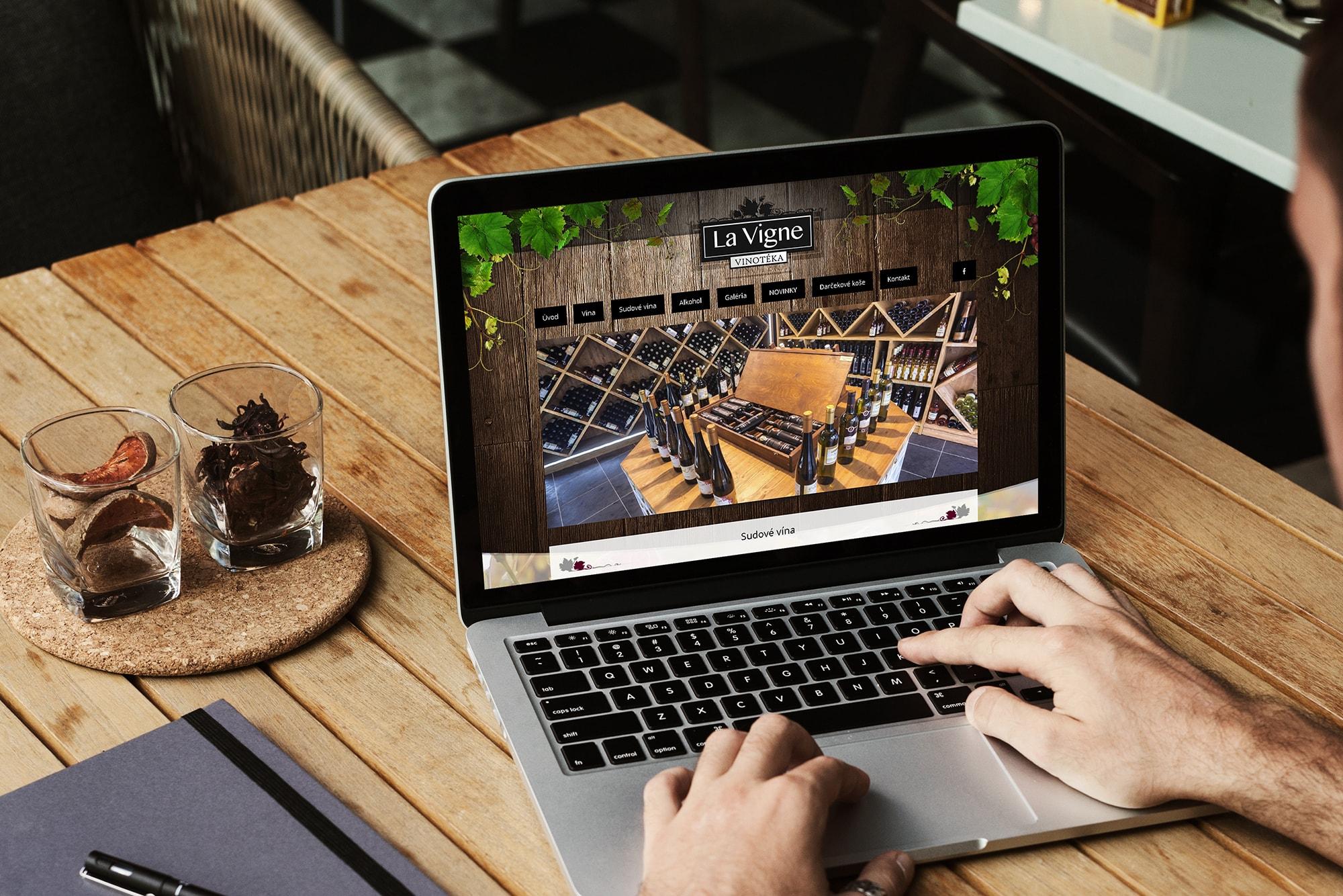 Náhľad web stránky lavigne.sk na notebooku